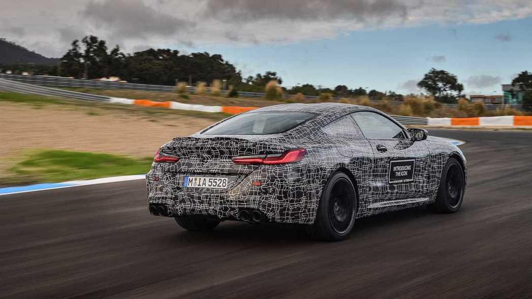 全新BMW M8 Coupe原廠偽裝測試車。 摘自BMW