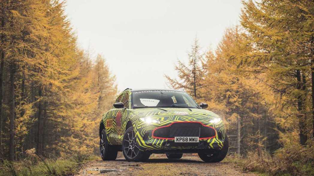 Aston Martin DBX。 摘自Aston Martin