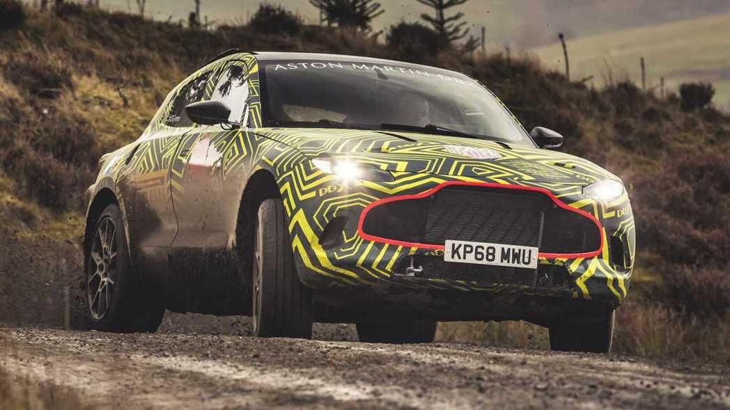 DBX看起來像極拉高了的Rapide S或是Vantage車型。 摘自Aston Martin