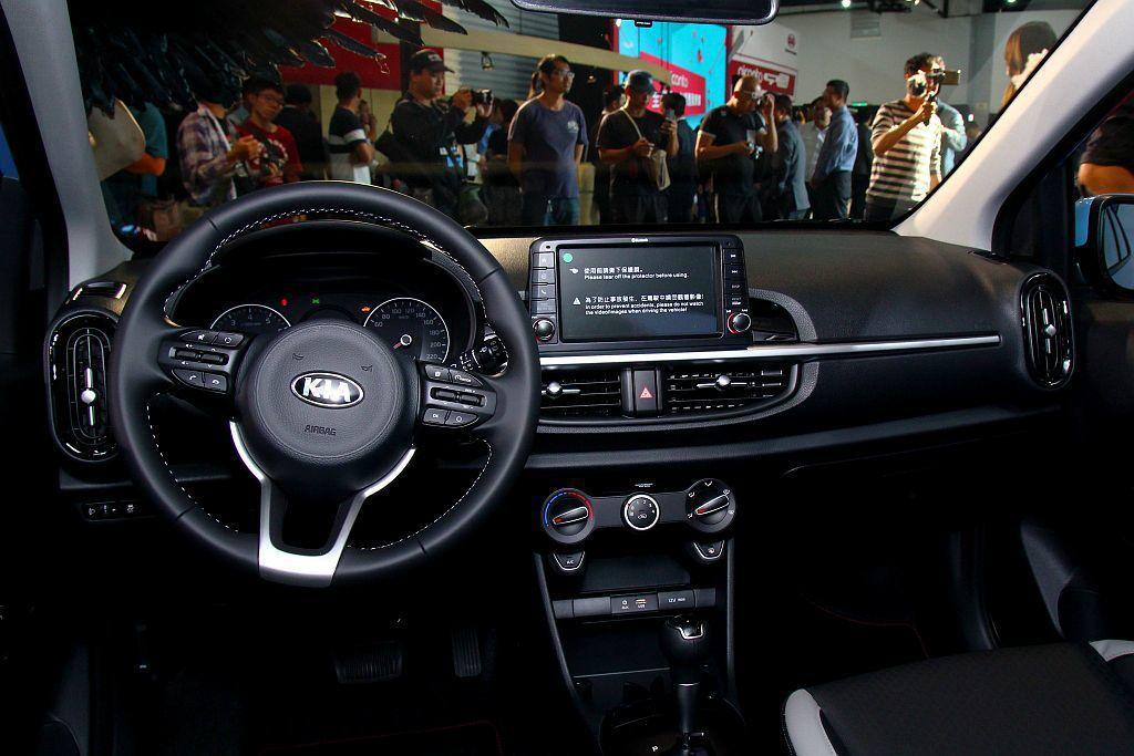 Kia Picanto自時尚版起,即配有懸浮式8吋觸控觸控式多媒體系統,整合藍芽...