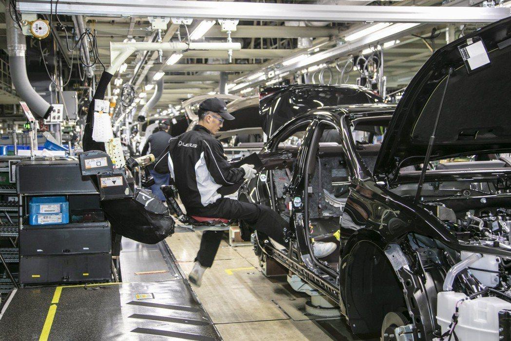 「人」在LEXUS車款的製造過程中,仍扮演相當重要的角色。 圖/LEXUS提供