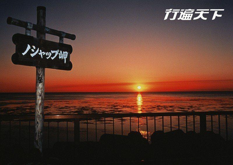 野寒布岬於傍晚交織出金黃的燦爛。 圖片提供 稚內觀光協會