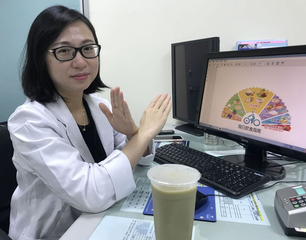 醫師林瑋涵說明,綠豆沙是高澱粉、高糖分的飲品,多吃都可能會讓血糖飆高,建議病患定...