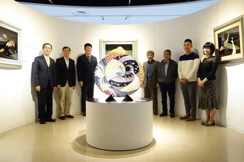 王清霜家族也特別創作「玉山」,呈現玉山的宏偉氣勢,獻給北科大作為107年校慶生日禮物。圖/北科大提供