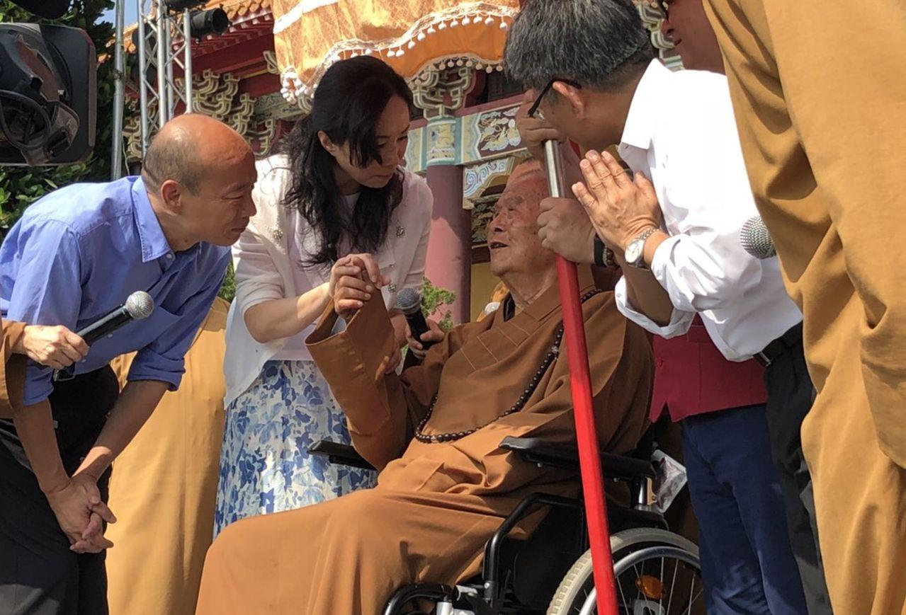 韓國瑜偕妻子李佳芬,今早拜會星雲大師。記者王昭月/攝影