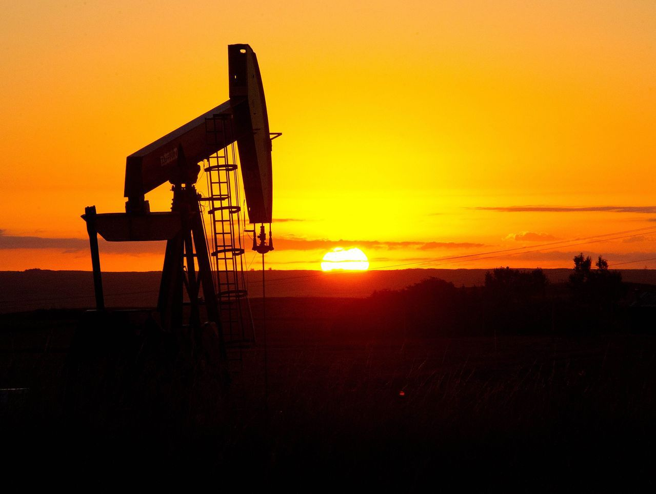 依照油價平穩機制,當95無鉛汽油每公升30元以下時,油價將會依公式正常漲跌。法新...