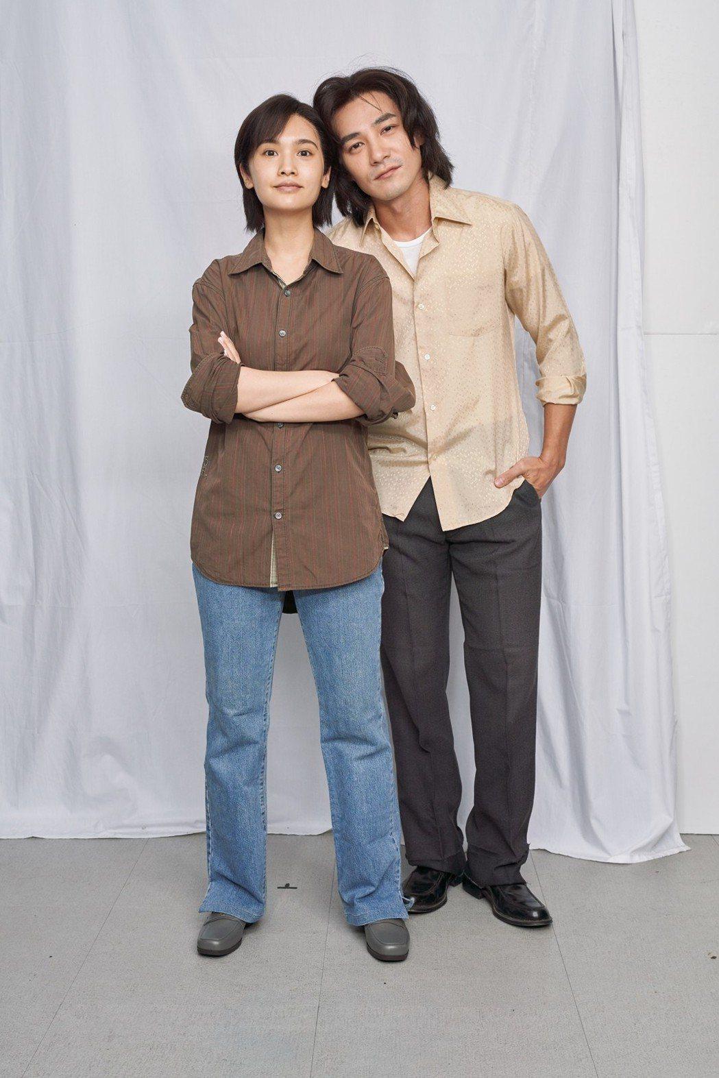 楊丞琳(左)和是元介合作「握三下,我愛你」。圖/中視提供