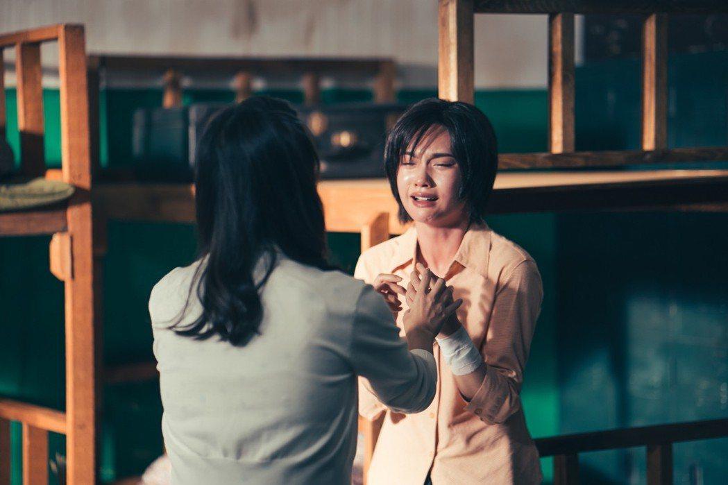 楊丞琳(右)演技精湛。圖/中視提供
