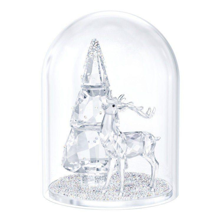 松樹與鹿水晶鐘罩,售價18,700元。圖/Swarovski提供