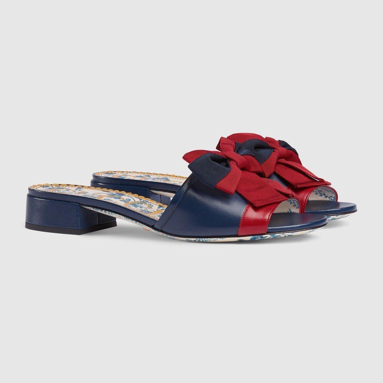 GUCCI藍紅羅緞蝴蝶結裝飾涼鞋,價格店洽。圖/GUCCI提供