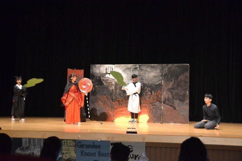 苗栗市建臺中學進行英語話劇的成果發表,許多戲劇由學生自行編演。圖/建臺中學提供