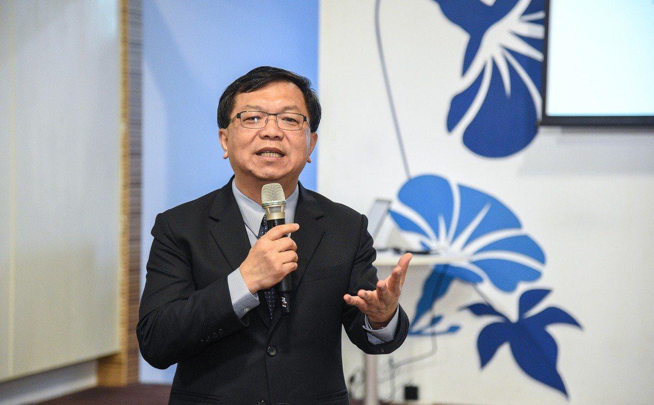 文化部次長李連權說明台北時裝周。圖/文化部提供