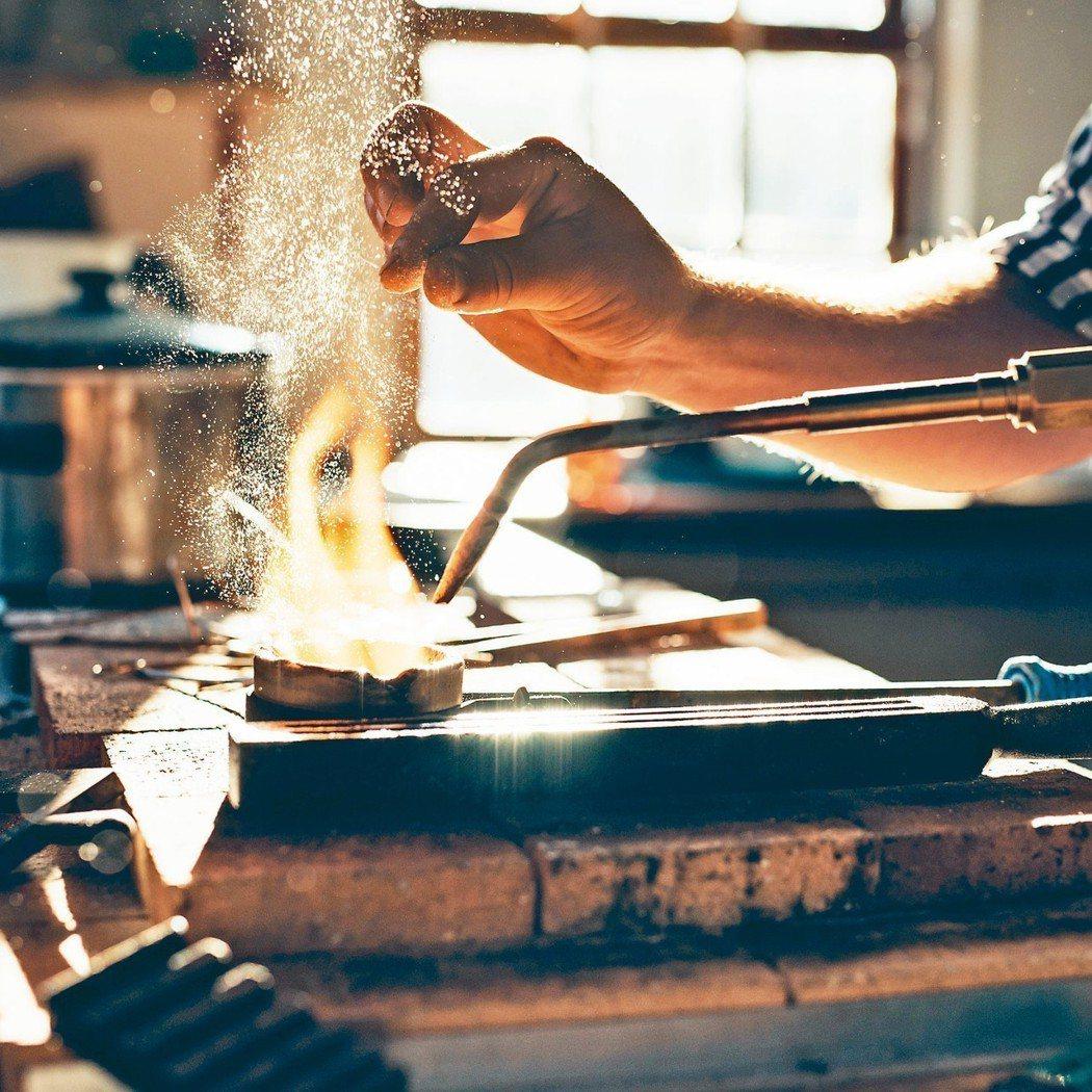 電鍍業勞工鎳暴露風險高,肺功能明顯較差。 圖/123RF