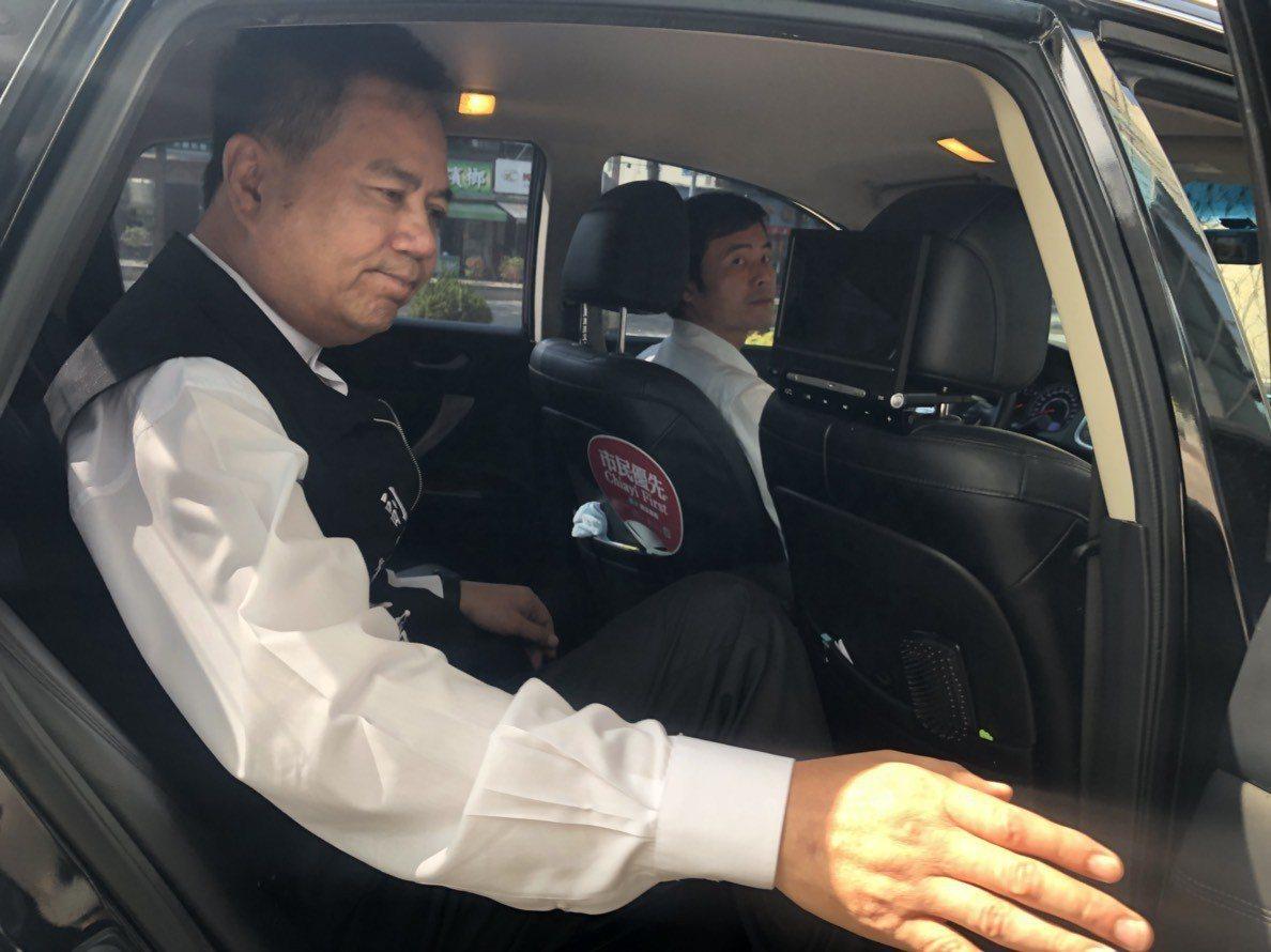 嘉義市議會副議長郭明賓昨天主持定期會上半場議事,隨即搭車快閃。記者王慧瑛/攝影
