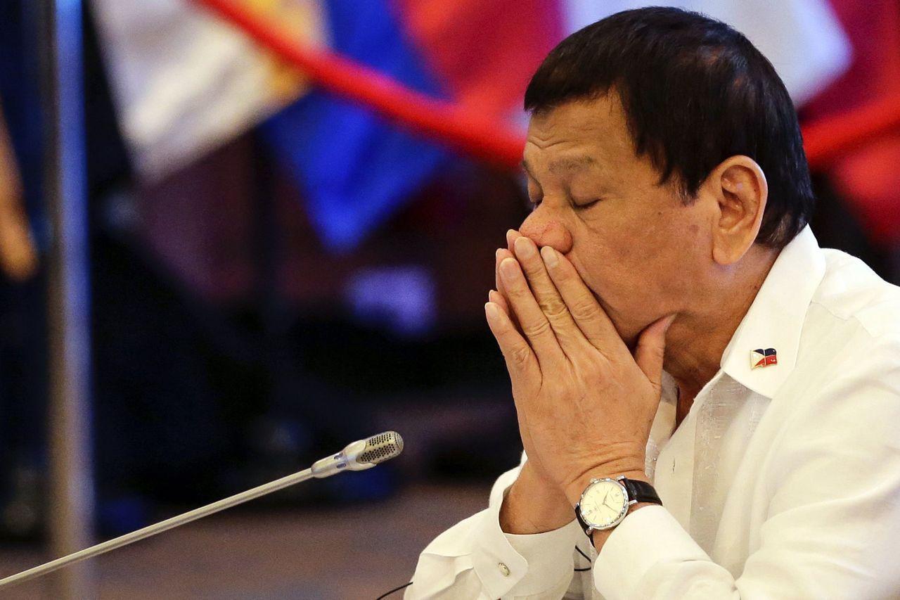 菲律賓總統杜特蒂因操勞國事、睡眠不足,缺席14日的多場東協會議補眠去,圖為他去年...