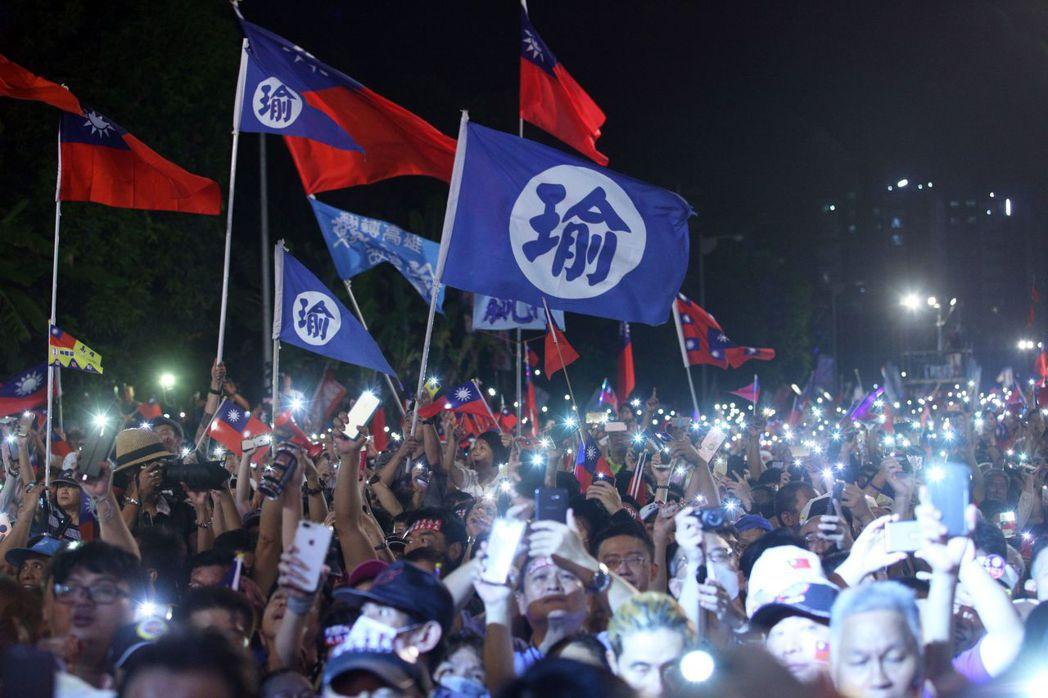 韓國瑜岡山舉辦造勢晚會爆場,對數萬人熱情相挺感動落淚。 圖/聯合報系資料照片