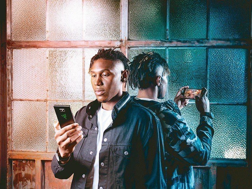 台灣雷蛇攜手遠傳電信,推出電競手機Razer Phone 2。 雷蛇╱提供