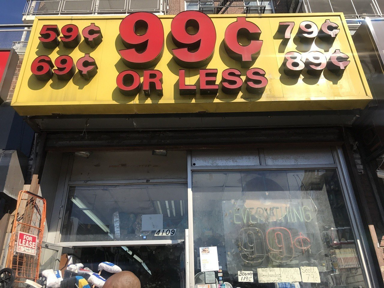 99分店因房租高盈利微,聖誕旺季迎來首次漲價。記者牟蘭/攝影