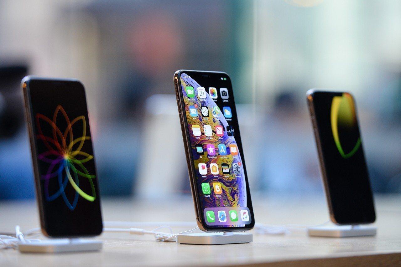 明年第1季iPhone銷售量從原先預估的5330萬支下修到4670萬支。歐新社