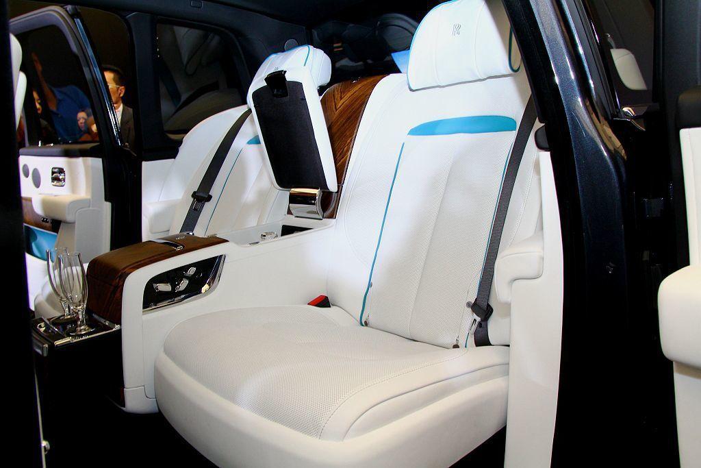 第二排座椅可依據需求選購獨立座椅或休閒座椅兩種形式。 記者張振群/攝影