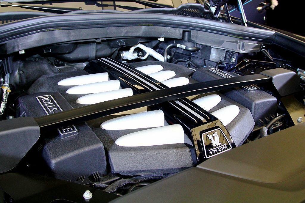勞斯萊斯Cullinan動力來自排氣量6.75L V12雙渦輪增壓引擎,可爆發563hp最大馬力及86.7kgm峰值扭力輸出。 記者張振群/攝影