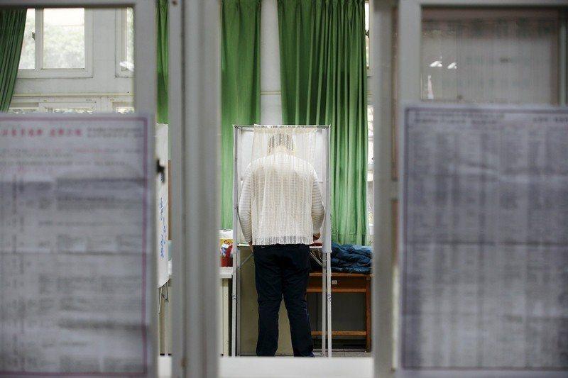 台灣的選舉人名冊編纂打從1980年代以來,就是直接使用戶籍資料,戶政機關幾乎不會...