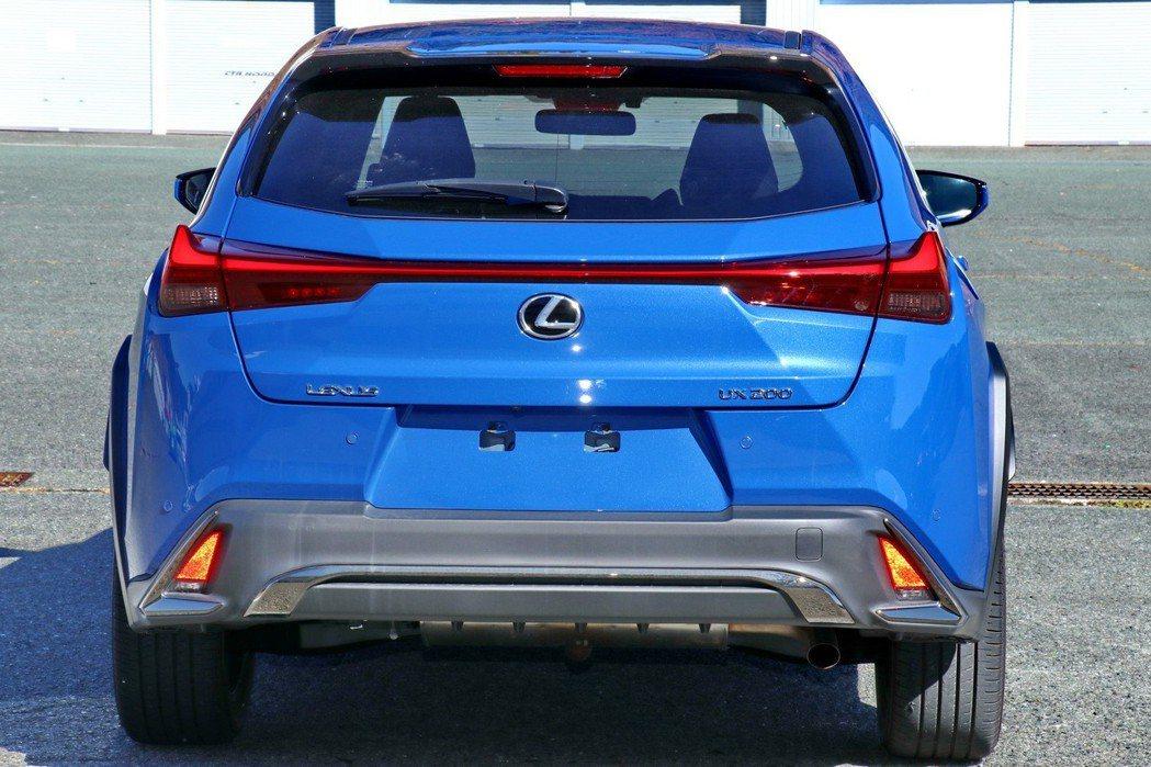 LEXUS UX車尾是車款的亮點。 記者陳威任/攝影