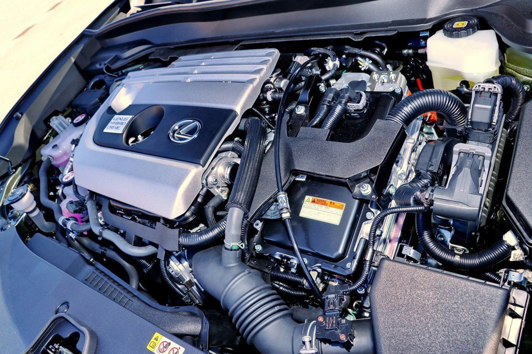 UX250h則搭載運用第四代Hybrid科技的「M20A-FXS」油電混合動力引...