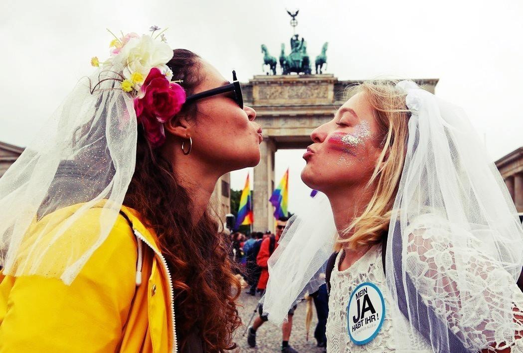 幾乎與台灣同時預告同性婚姻合法化的德國,日前出現了同婚下親子關係的重要判決。圖為...