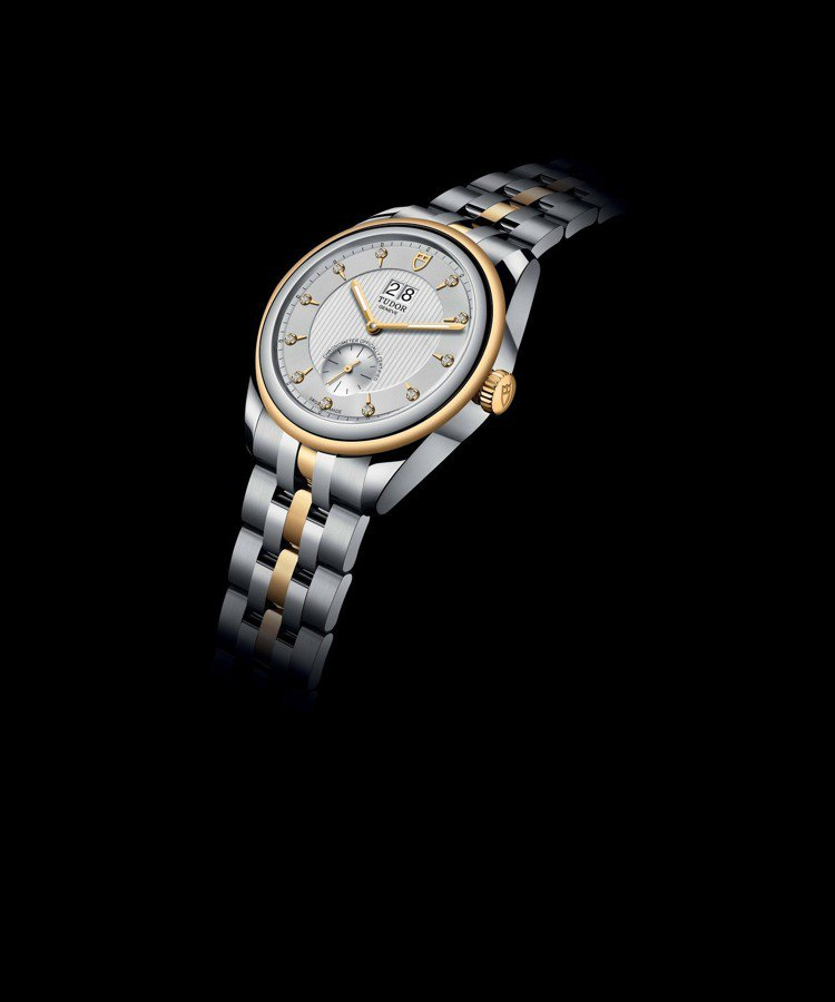 Tudor Glamour Double Date有著銀配金錶面及鑲鑽的黃金鋼錶...