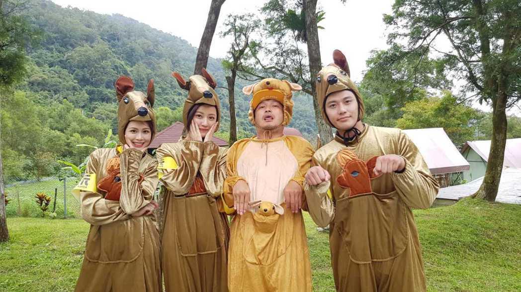 張睿家(右)第一次參加綜藝節目錄影。圖/周子娛樂提供
