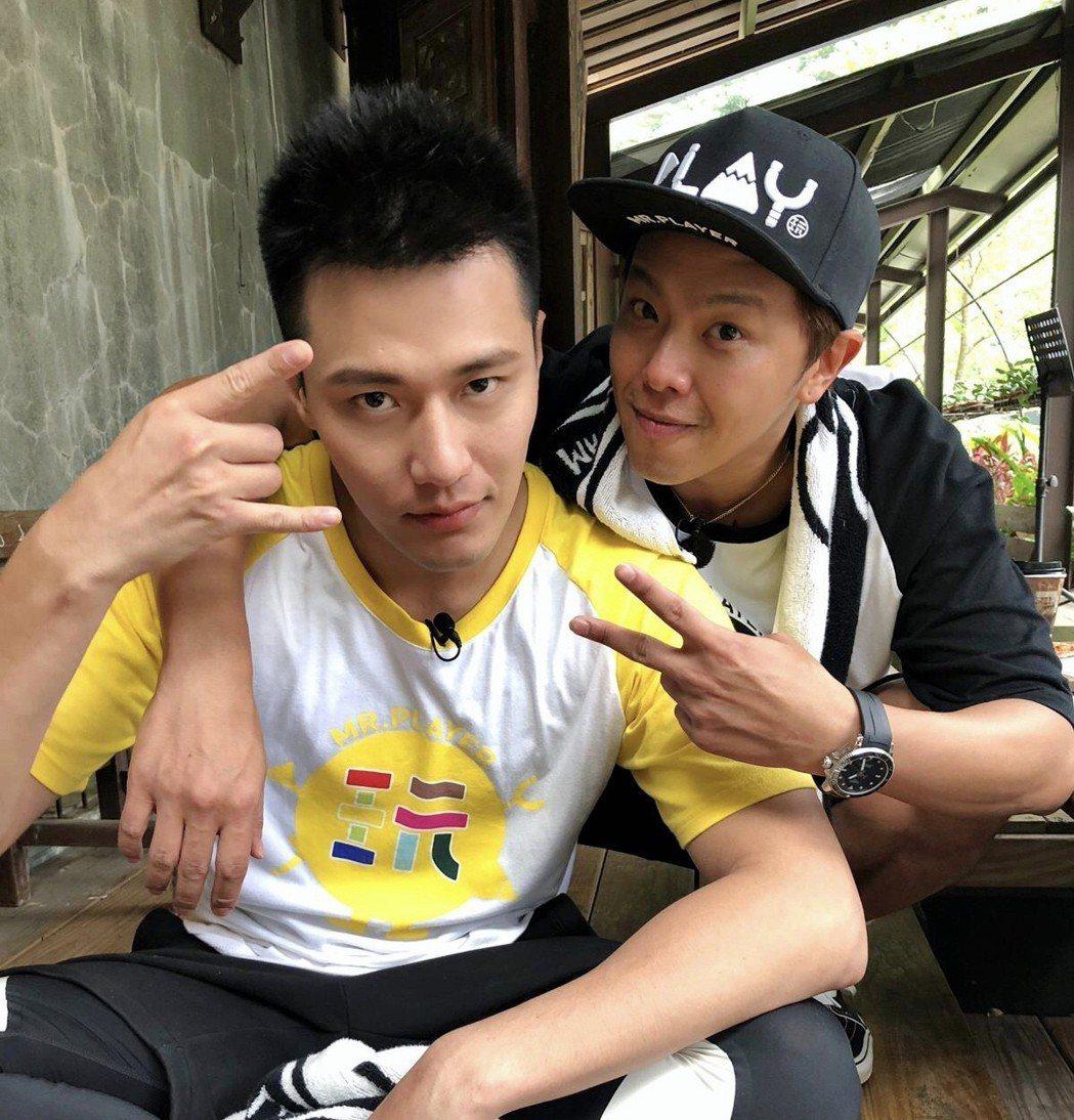 張睿家(左)第一次參加綜藝節目錄影。圖/周子娛樂提供