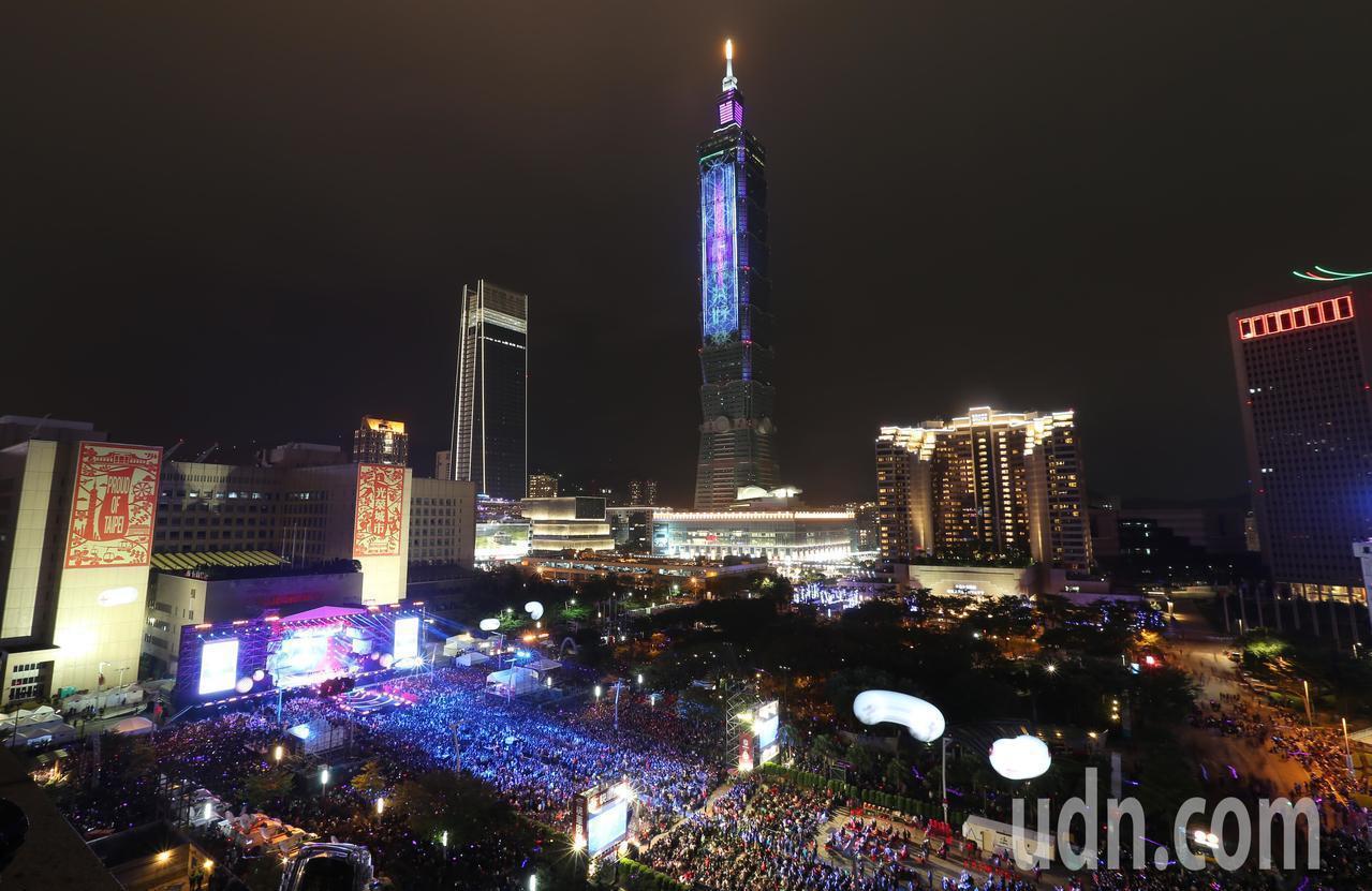 今年到台北101跨年不僅有煙火可看,還有長達1個半月的「#Party 101」派...