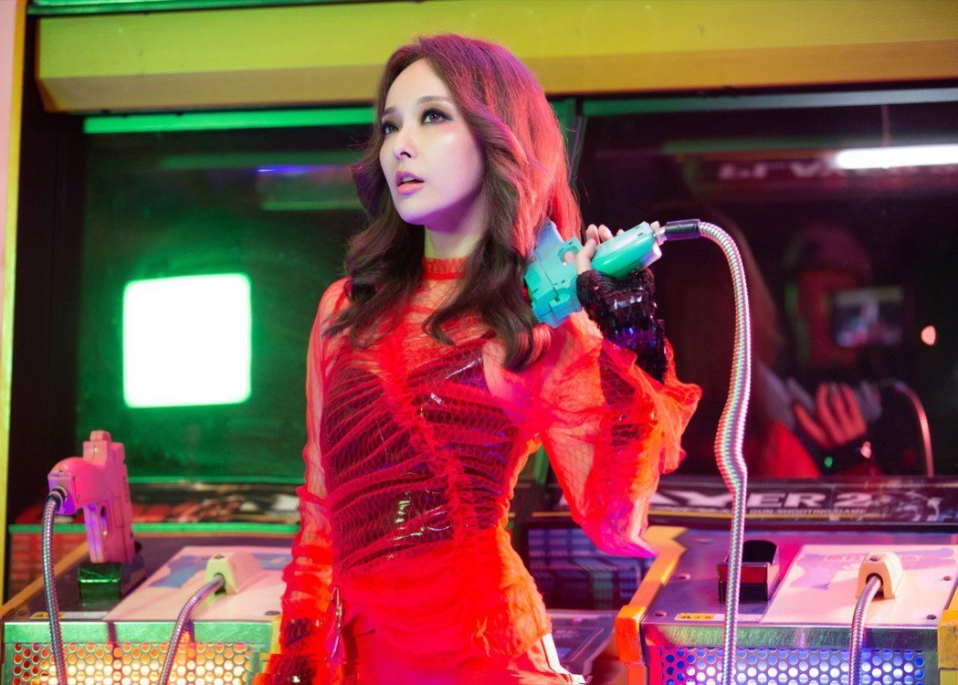 愛紗推出個人單曲「梭哈 So Hot」。圖/曲洱經紀提供