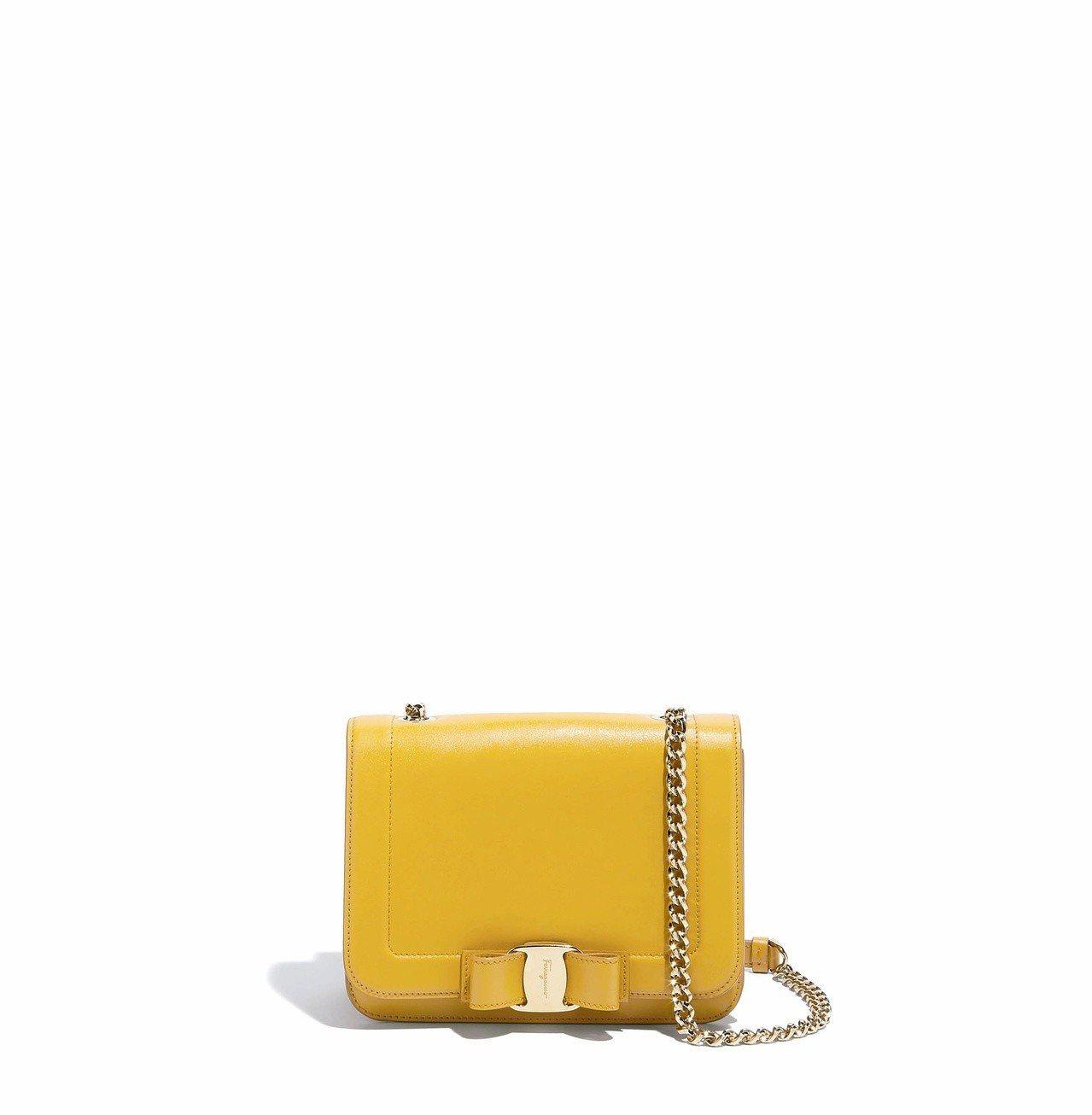 VARA RAINBOW黃色牛皮鍊帶包,49,900元。圖/Ferragamo提...