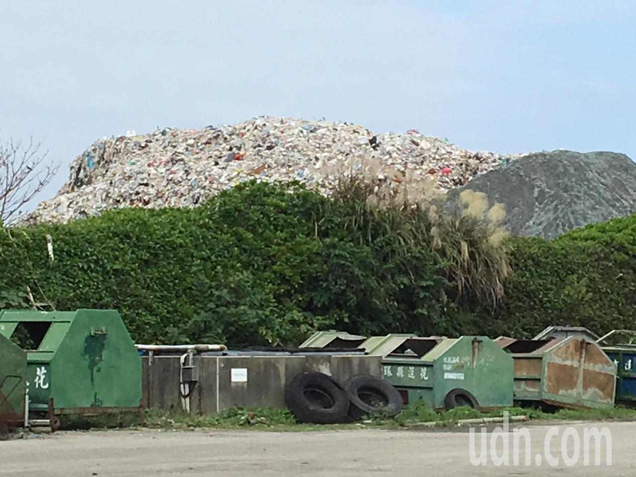 垃圾衛生掩埋場垃圾堆積如山。記者徐庭揚/攝影