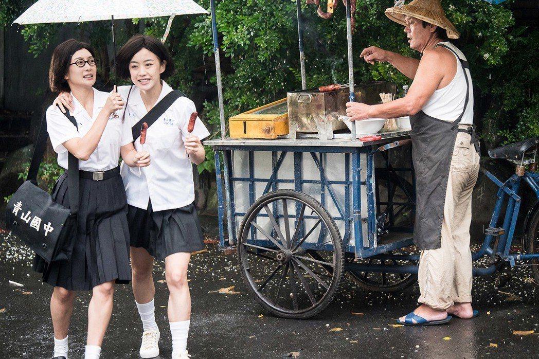 李亦捷(左)與翁嘉薇是個性迥異的兩個女生。圖/好野娛樂提供。