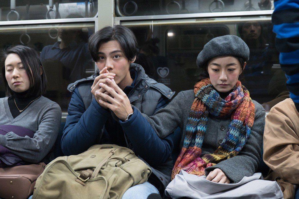 各務孝太(左)與翁嘉薇在電影「最是橙黃橘綠時」譜浪漫。圖/好野娛樂提供