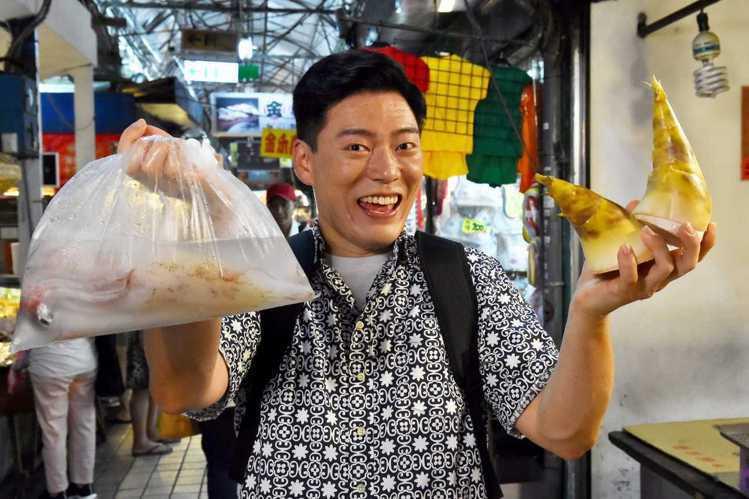 在美國廚藝選秀節目「廚神當道」第8季拿下亞軍的台裔參賽者王凱傑(Jason Wang),一碗蛤蜊湯讓「地獄廚神」高登甘拜下風,他本人個性爽朗陽光,他笑說:「我很喜歡和人互動,以後如果有機會,想開廚藝...