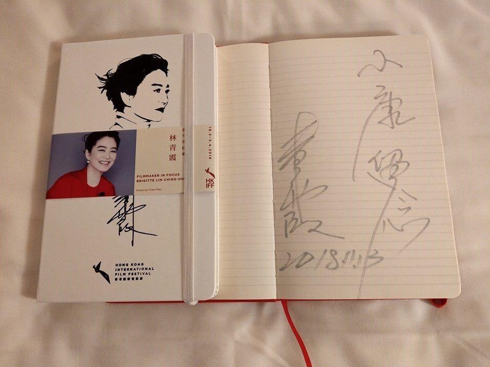 林青霞送簽名書給李康生。圖/摘自臉書