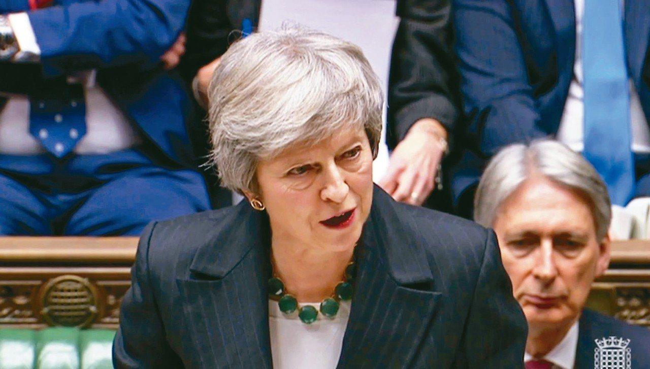 英國首相梅伊十五日在下議院說明脫歐協議草案。 (美聯社)