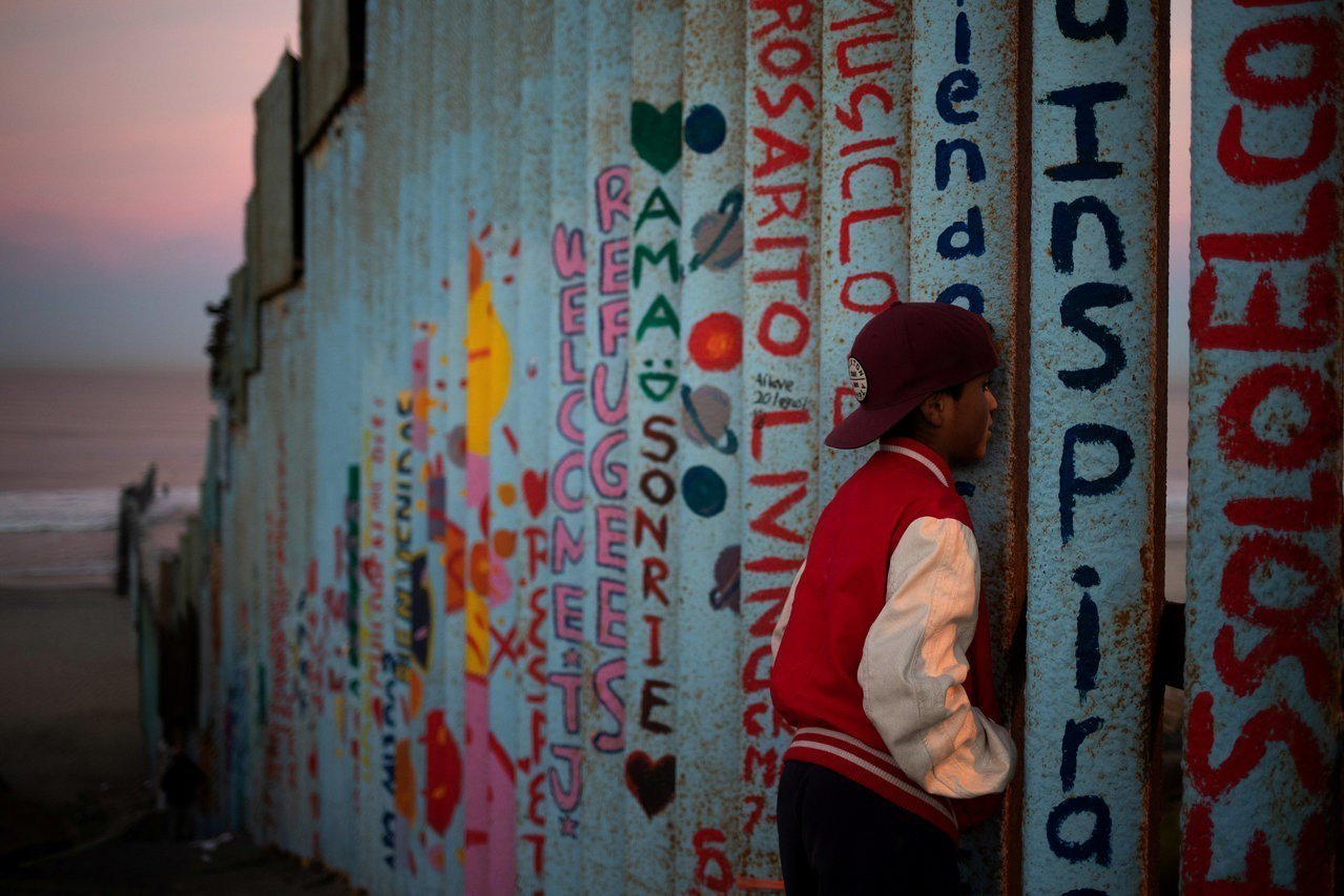 中美洲移民「大篷車隊」首波約1600人,過去兩天已先後抵達墨西哥在美國邊界的大城...