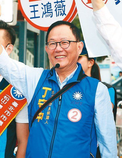 國民黨台北市長候選人丁守中上午開始「光復台北、立委路口集氣拜票」活動。 記者曾吉...
