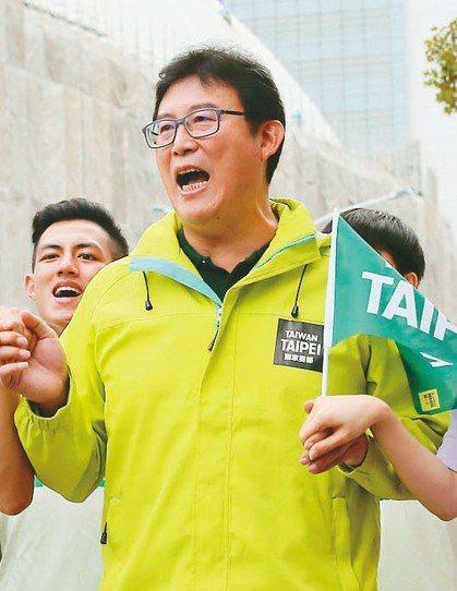 民進黨台北市長候選人姚文智特意選在大巨蛋前,要市民一起參加「1118手牽手.手護...