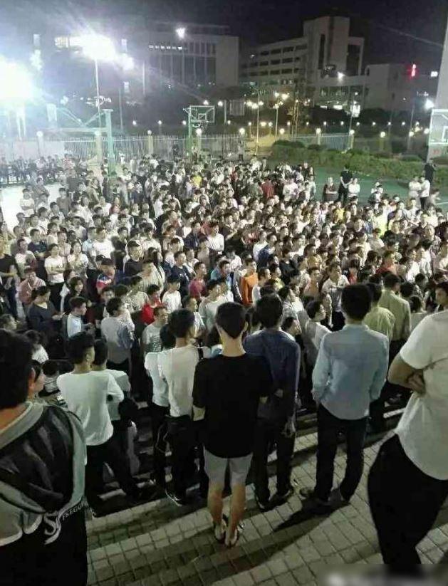 伯恩光學在廣東惠州的廠房,網路上瘋傳員工不滿被裁員而暴動的畫面。圖擷自PTT