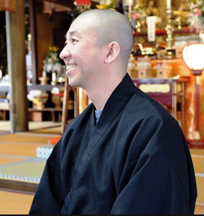 安養寺住持松島靖朗發起寺廟零食俱樂部,要幫助貧窮兒童。圖/翻攝寺廟零食俱樂部