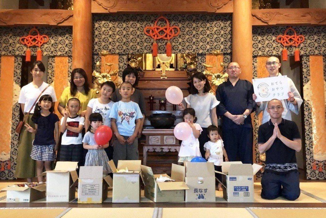 日本貧窮兒童高達280萬人,近年來常聽聞兒童餓死新聞,震驚日本。圖/翻攝寺廟零食...