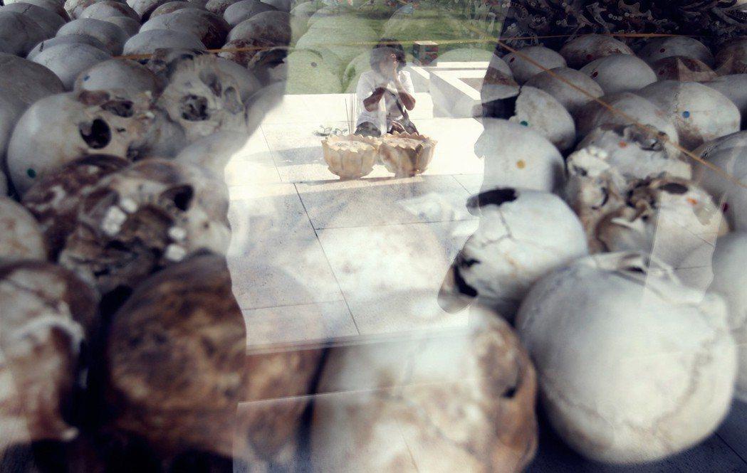 紅色高棉大審判:柬埔寨百萬大屠殺的「種族滅絕」定罪