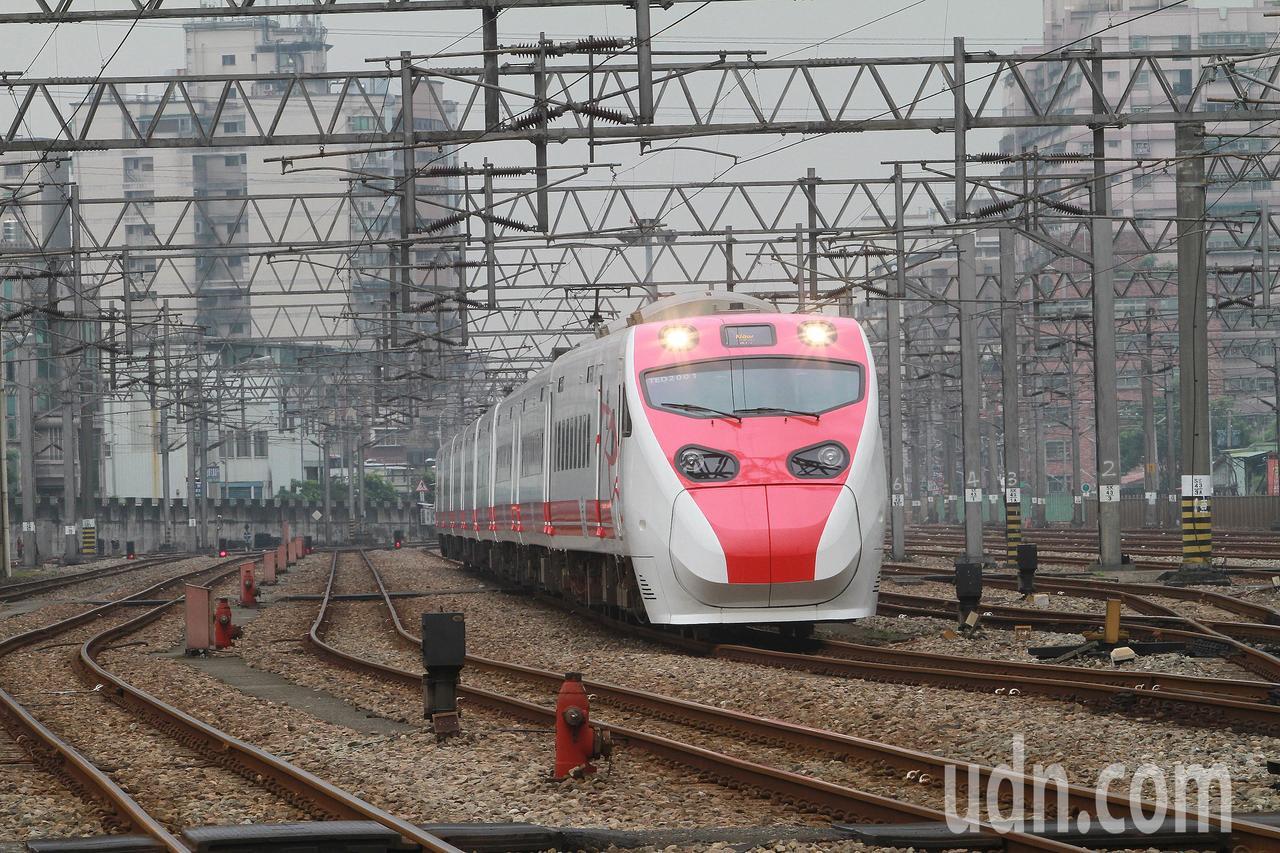 台鐵普悠瑪號。聯合報資料照/記者陳柏亨攝影