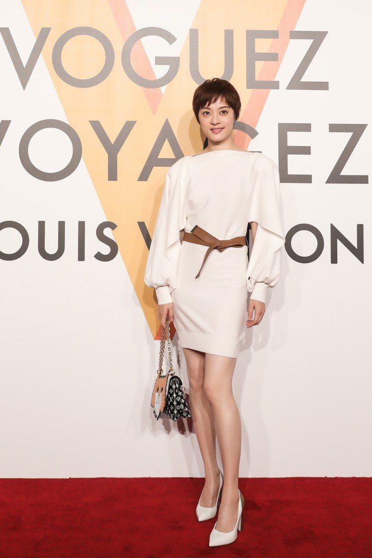 孫儷穿著高雅裙裝出席上海「飛行、航行、旅行」特展。圖/LV提供